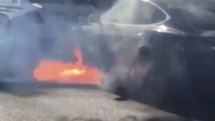 Hollywood couple's Model S burns in video, and Tesla investigates