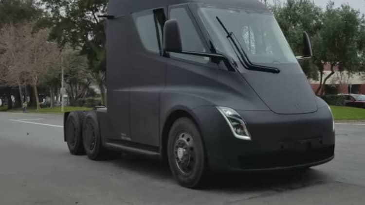 Tesla Semi prototype captured driving in video clip