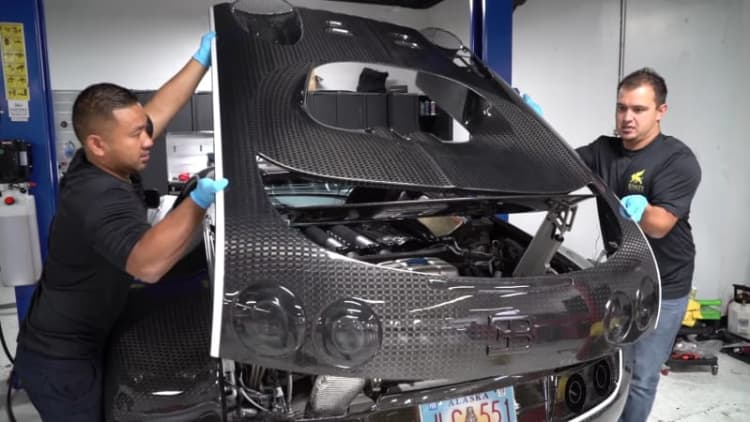It's complicated: Watch a Bugatti Veyron get a $21,000 oil change