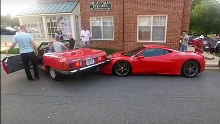 Mercedes SL backs into Ferrari 458 Speciale while parking