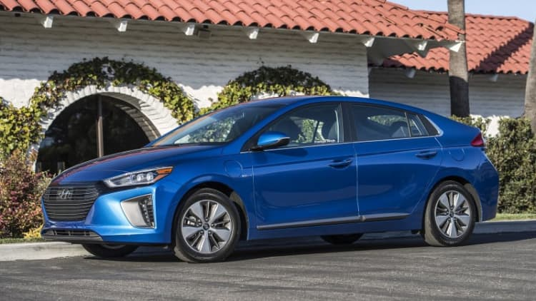 Keep it simple, stupid | 2017 Hyundai Ioniq Hybrid and Plug-In First Drive