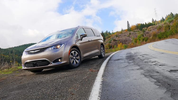 2018 Chrysler Pacifica Hybrid | Mountain road / fuel economy review