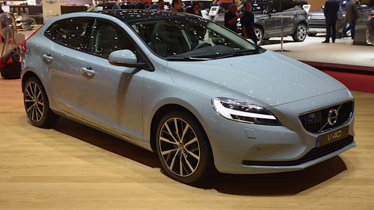 Volvo V40 to offer electric versions