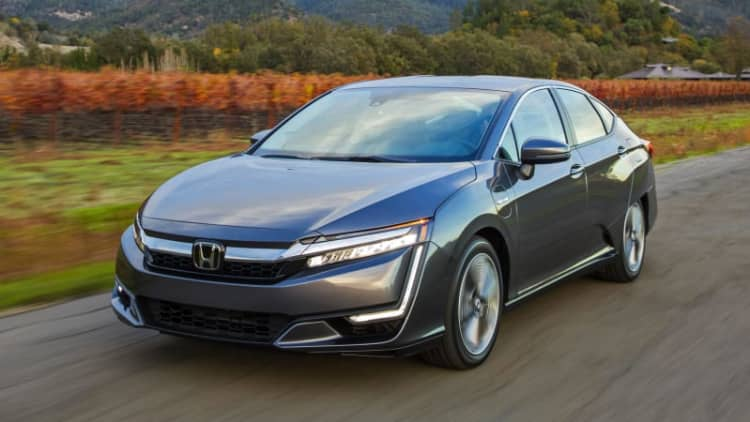 2018 Honda Clarity Plug-In Hybrid Review | It's what's on the inside that counts