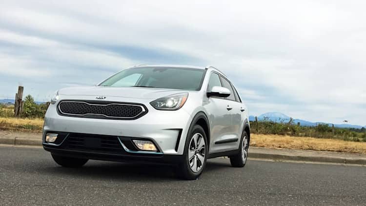 2018 Kia Niro PHEV Review | More MPG than an SUV, less weird than a hybrid