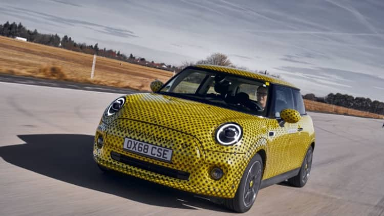 MiniCooper SE Prototype First Drive Review | This electric hatch is a suburban belter