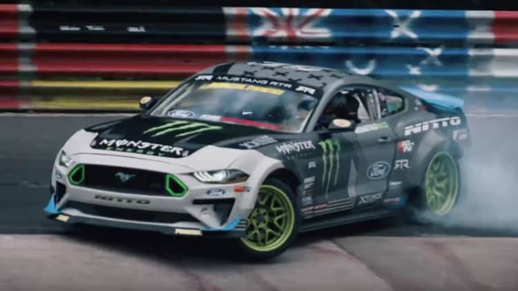 Vaughn Gitten Jr. drifts Ford Mustang around the whole Nurburgring