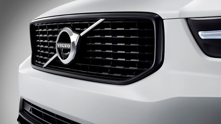 Sunday Drive: Volvo hits a crossover home run, and people still love sports cars