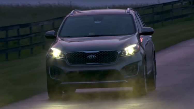 Only 2 out of 37 midsize crossovers receive 'Good' IIHS ratings for headlights