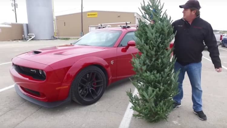 Dodge Hellcat Widebody delivers Christmas tree at 174 mph