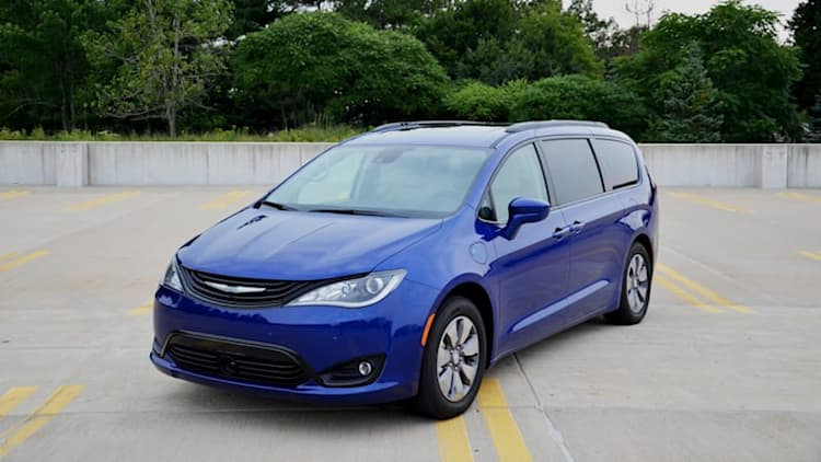 2018 Chrysler Pacifica Hybrid Long-term Review | Introducing something green