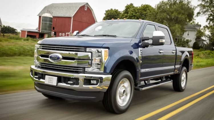 2017 Ford F-250 recalled because they could roll while in park