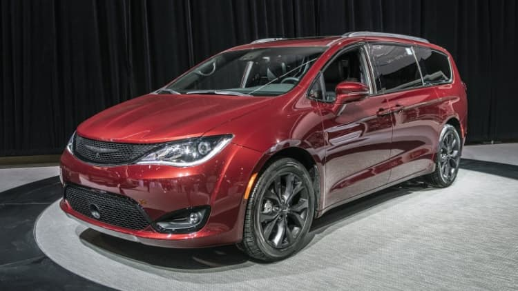 2019 Chrysler Pacifica and Dodge Grand Caravan 35th Anniversary Editions debut in Chicago