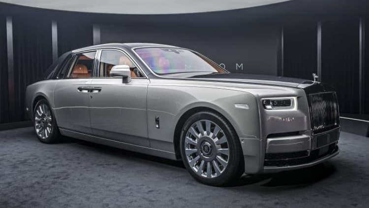 2018 Rolls-Royce Phantom VIII First Look | It's all new, we swear!
