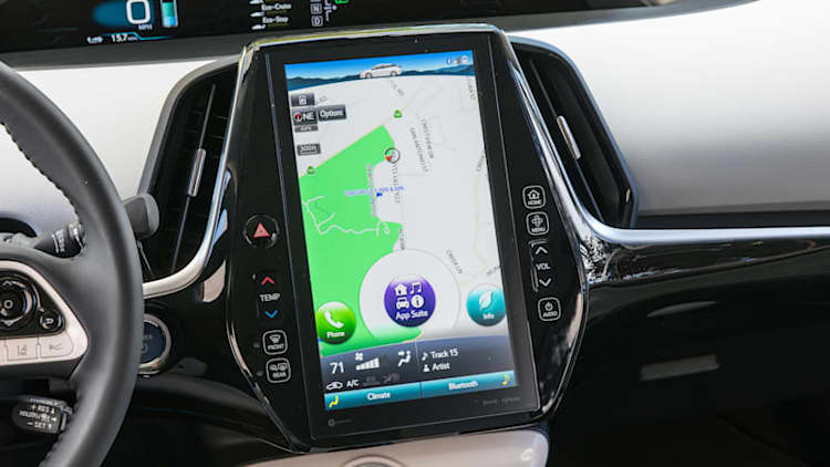 Watch the giant touchscreen in the 2017 Toyota Prius Prime in action