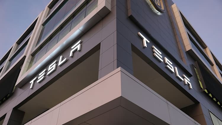 Tesla to cut thousands of jobs, sees smaller fourth-quarter profit