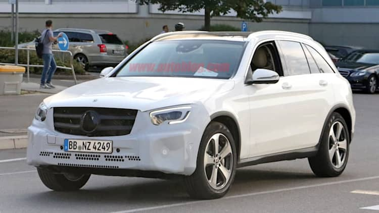 2019 Mercedes-Benz GLC-Class spied with familial refresh