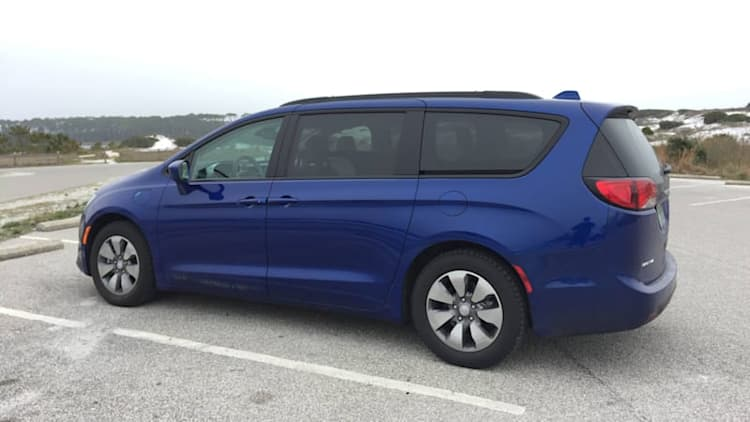2018 Chrysler Pacifica Hybrid Long-Term Update | Winter vacation