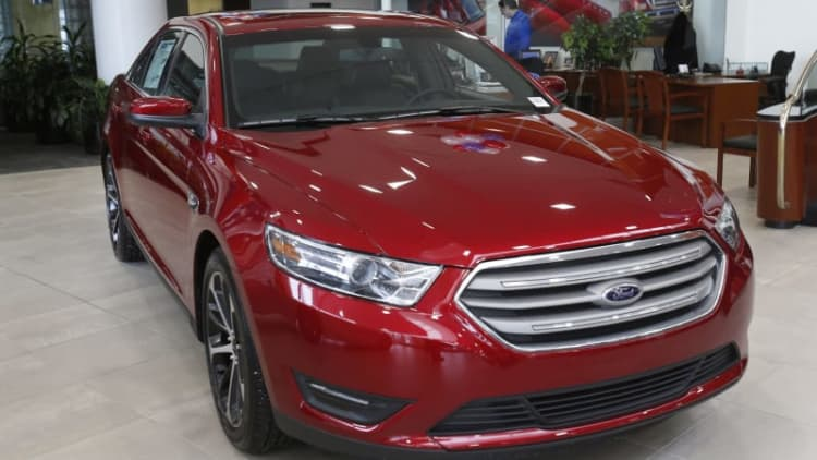Ford gets earnings boost, may drop Taurus and C-Max