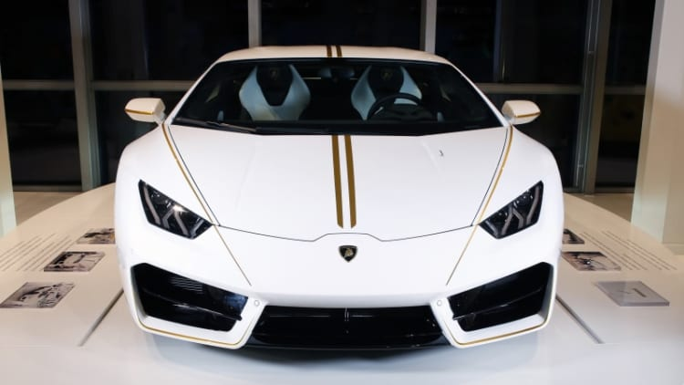 Pope's Lamborghini Huracan raises over $850,000 for charity at auction