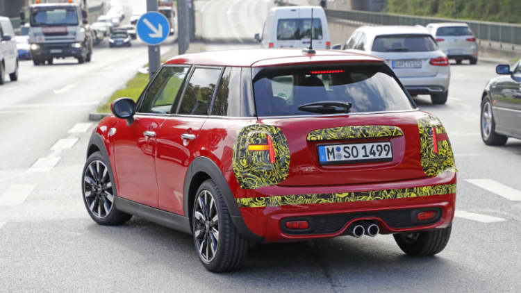 2019 Mini Cooper 4-Door will have new head- and taillight designs
