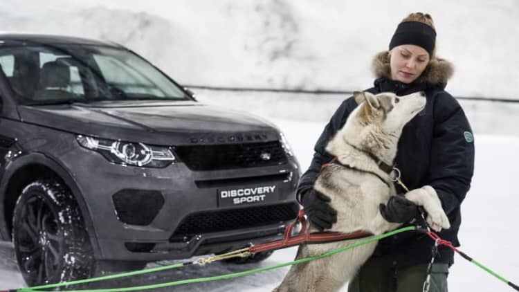 Which is faster: a Land Rover Discovery Sport or sled dogs?