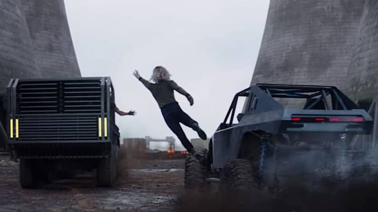 Neither Hobbs nor Shaw believe in physics in trailer No. 3