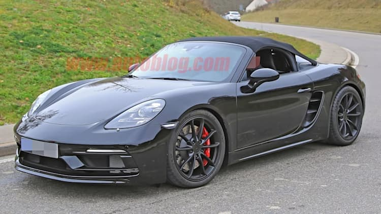 Porsche 718 Boxster Spyder caught without covers