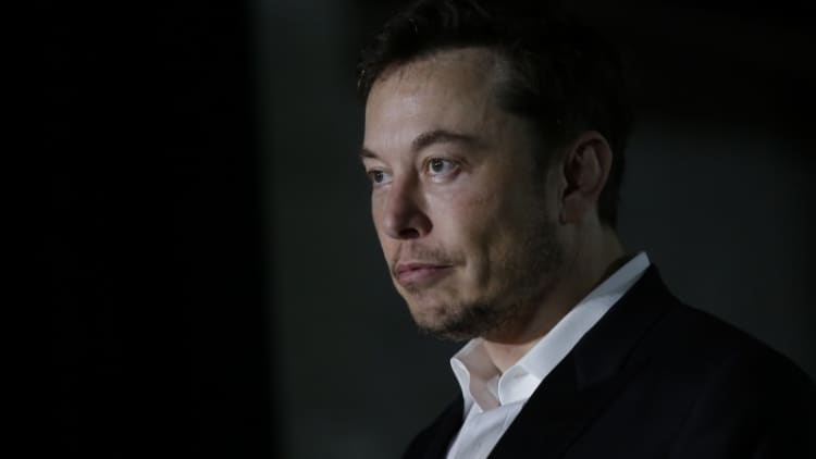 Tesla's Elon Musk apologizes for comments about British caver
