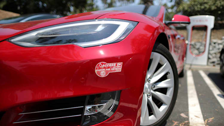 Report recommends mileage-based fee for EVs in California