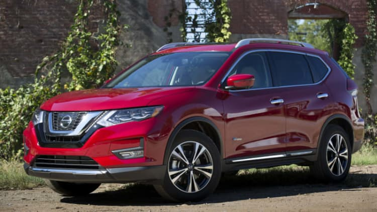 The 2017 Nissan Rogue Hybrid undercuts the Toyota RAV4 Hybrid by $2,790