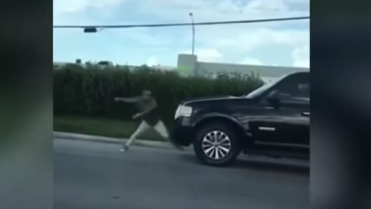 Florida man attacks SUV with his bare hands