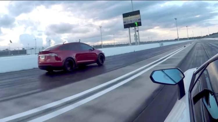 Watch Tesla Model X P100D drag race Lamborghini Aventador SV