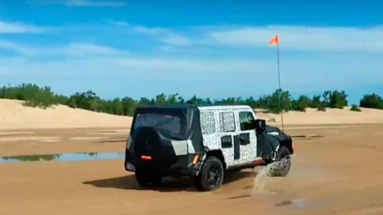 2018 Jeep Wrangler JL spotted playing offroad in the sand dunes