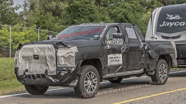 2020 Chevy and GMC HD truck spy shots reveal LED lighting