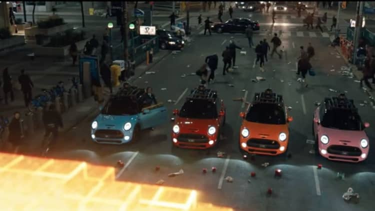 Mini Coopers make the best Pac-Man ghosts in Pixels movie trailer