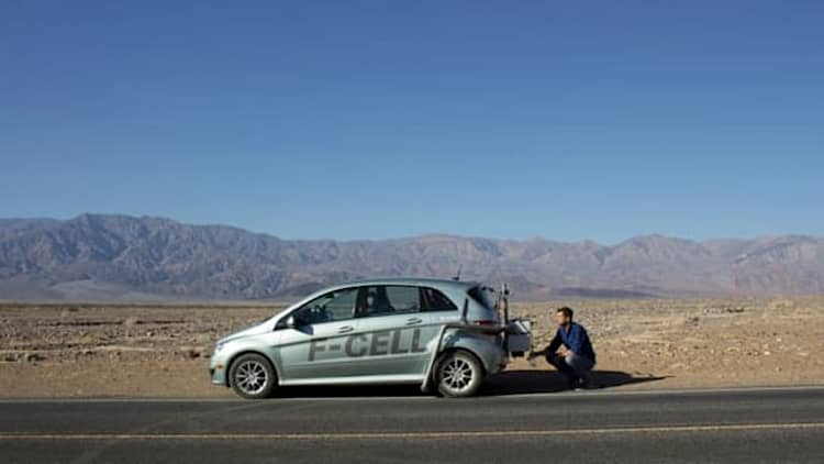 Hollywood stars drink hydrogen B-Class F-Cell emission water in Death Valley [UPDATE]