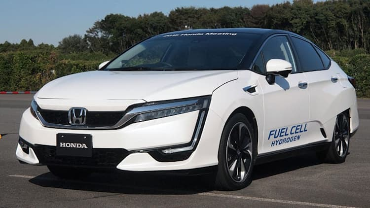 Honda lets us 'drive' the FCEV; PHEV with 40-mile EV range