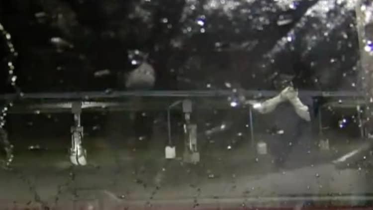 Man fends off carjackers with car wash pressure sprayer