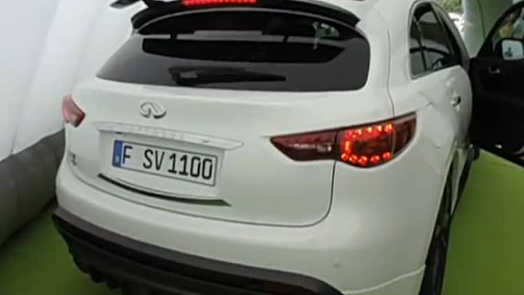 Infiniti FX Sebastian Vettel Version sounds insane
