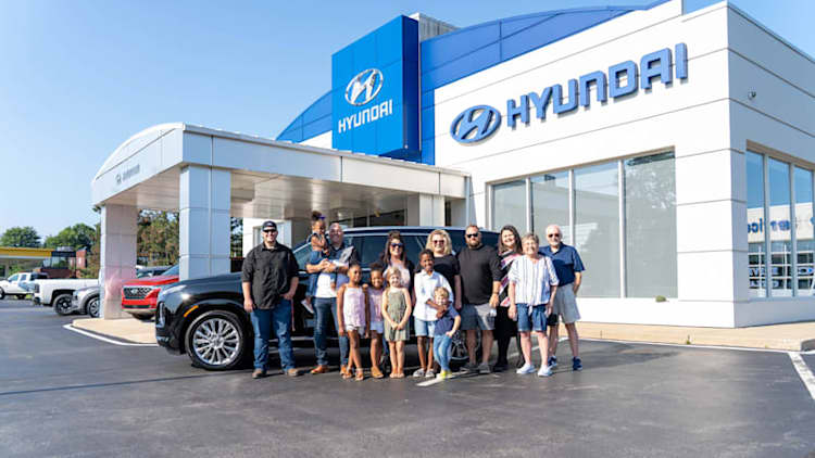 Hyundai donates new Palisade to family of 12 with four adopted kids