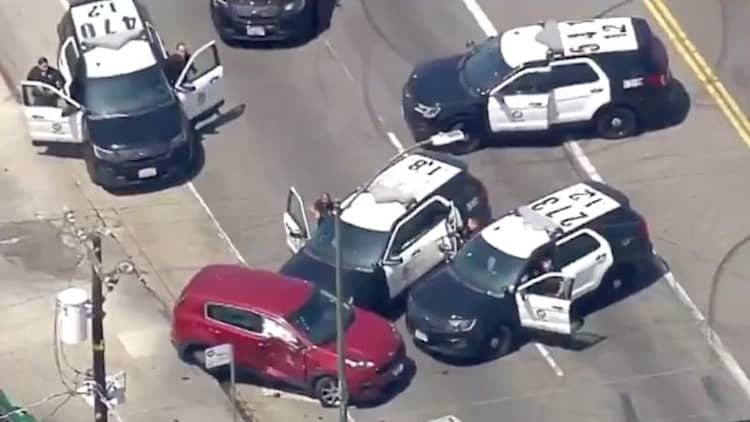 L.A. police Explorers push around a Kia Sportage to end hour-long pursuit