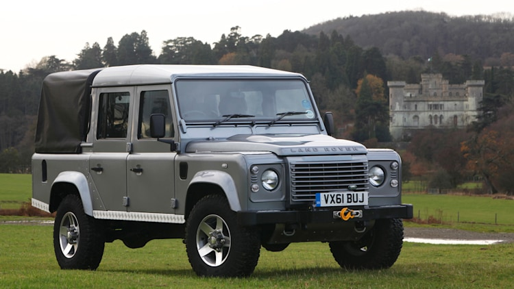 2012 land rover defender 110 double cab pickup photo gallery autoblog. Black Bedroom Furniture Sets. Home Design Ideas