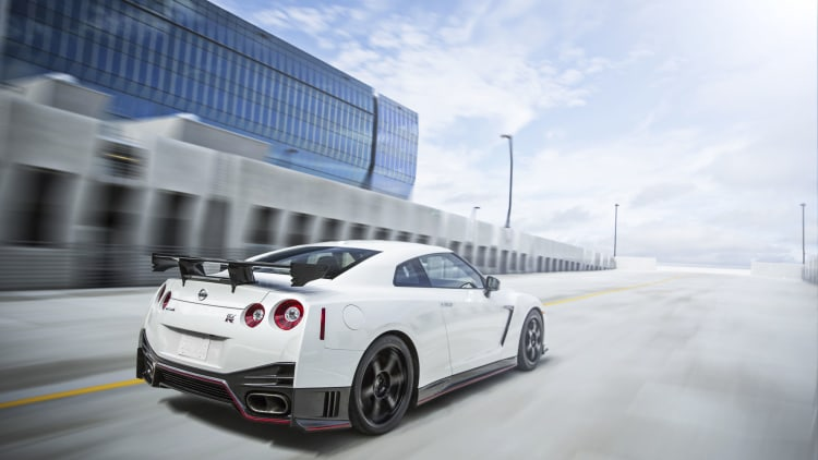 2016 nissan gt r 45th anniversary gold edition and nismo photo gallery autoblog. Black Bedroom Furniture Sets. Home Design Ideas