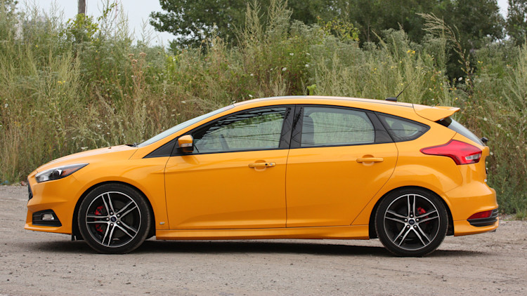 2015 ford focus st w mountune kit quick spin photo gallery autoblog. Black Bedroom Furniture Sets. Home Design Ideas
