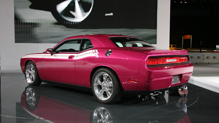 furious fuchsia dodge challenger r t at chicago auto show photo gallery autoblog. Black Bedroom Furniture Sets. Home Design Ideas