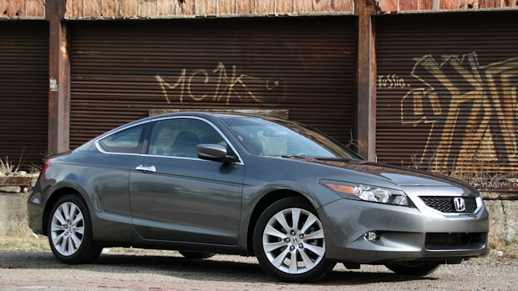 review 2010 honda accord coupe photo gallery autoblog. Black Bedroom Furniture Sets. Home Design Ideas