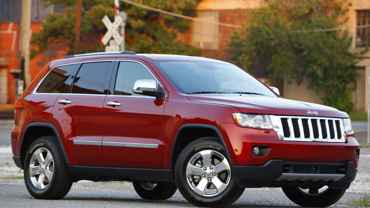 review 2011 jeep grand cherokee photo gallery autoblog. Black Bedroom Furniture Sets. Home Design Ideas