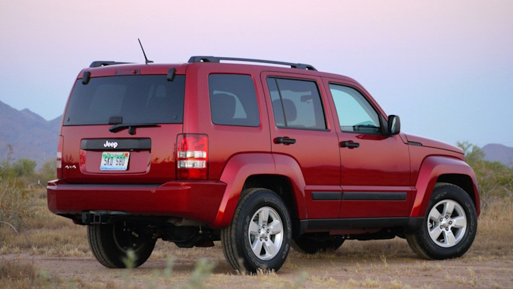 2010 jeep liberty sport review photo gallery autoblog. Black Bedroom Furniture Sets. Home Design Ideas