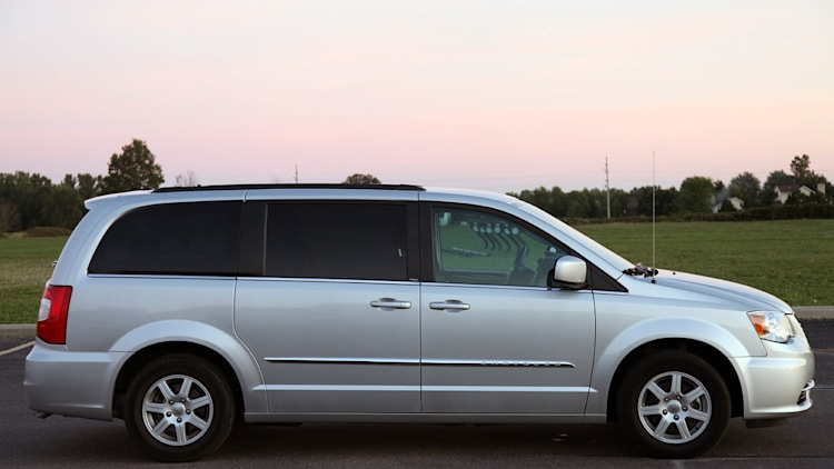 2011 chrysler town country touring review photo gallery. Black Bedroom Furniture Sets. Home Design Ideas
